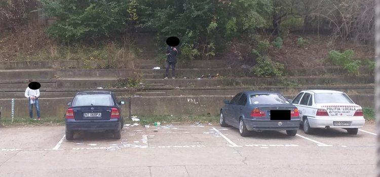 Poliţia Locală Piatra Neamţ: amenzi pentru doi tineri care au aruncat deşeuri de hârtie