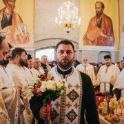 Minunea de la Băluşeşti: cum a renăscut o biserică făcută scrum! Hram de Sf. Nicolae, cu 23 de preoţi şi sute de credincioşi