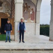 Prefectul de Neamţ cere redeschiderea bisericilor şi liberul acces în cimitire!