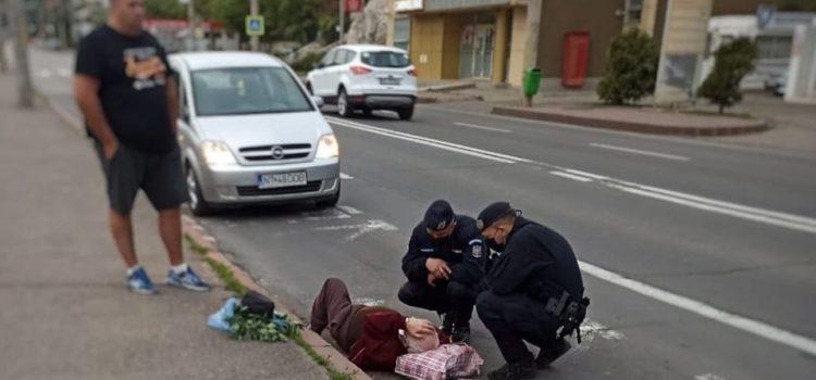 Bărbat prăbuşit la pământ, intervenţie a jandarmilor
