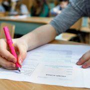 Evaluarea Naţională: Peste 4300 de elevi nemţeni au intrat azi în examen