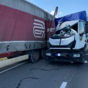 Accident între doi coloşi pe E85