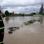 Neamţ: cotă depăşită de atenţie pe 4 râuri. Zeci de gospodării inundate