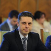 Mugur Cozmanciuc(PNL): Românii ar trebui să plătească facturi cu 10-15% mai mici la gaze naturale!