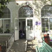 Primarul de Roznov despre focarul de la cămin: Asimptomatici? 11 bătrâni sunt luaţi cu ambulanţa!!