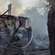 Patru ore au muncit pompierii să stingă un incendiu la Dulceşti