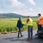 Ionel Arsene: Un nou drum de pământ asfaltat, o nouă promisiune onorată!