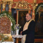 Apel la decenţă făcut de preotul Pantalon: Nu mai vorbiţi în biserică!