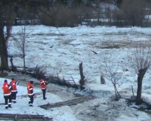 Bistriţa în Neamţ: aglomerări de gheţuri de 2 metri