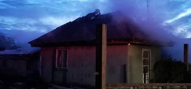 Căciuleşti: casă în flăcări de la un scurt circuit