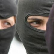 Neamţ: Au fost găsiţi tâlharii care au intrat noaptea, mascaţi, peste o femeie de 81 de ani
