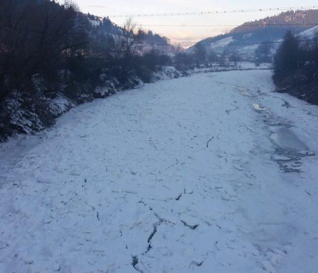 Cinci km de gheaţă pe Bistriţa!
