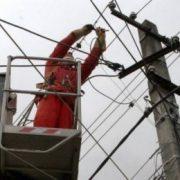 Vântoasa din Neamţ a lăsat două localităţi fără curent electric