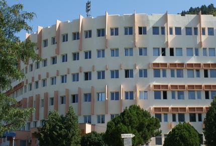 Spitalul Judeţean Neamţ se redeschide în condiţii speciale. Un salon pentru un suspect covid, circuite speciale etc