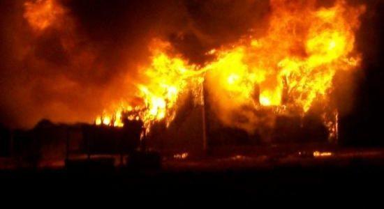 Anexe gospodăreşti mistuite de flăcări la Trifeşti
