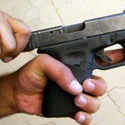 Bărbat împuşcat în picior la Roman. El a încercat să ascundă adevărul de Poliţie