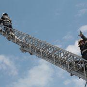 Piatra Neamţ: acoperişul unui bloc, degajat de pompieri