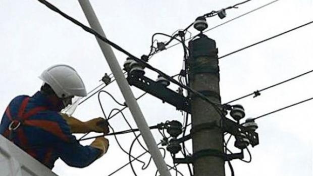Neamţ: furtuna a lăsat fără curent electric peste 1700 de persoane