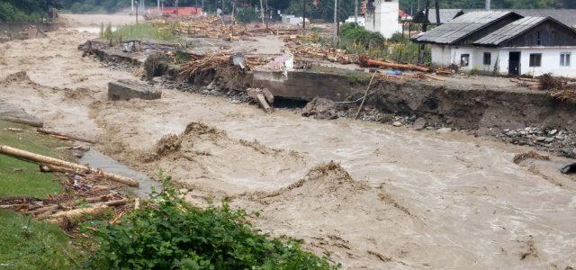 Neamţ: furtunile au lovit crunt în Poaia Teiului şi Valea Ursului