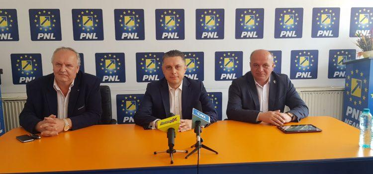 Adrian Alui Gheorghe, consilier onorific al deputatului Mugur Cozmanciuc
