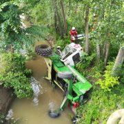 Neamţ: Tractor răsturnat într-un  pârâu
