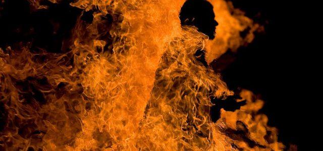 Neamţ: S-a îmbătat crunt şi şi-a dat foc