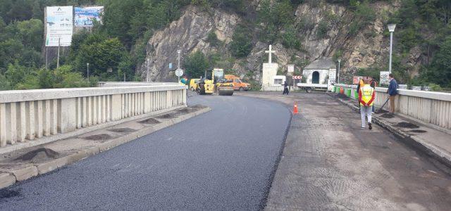 Neamţ: Ministrul Transporturilor verifică lucrările CNAIR. Obiectiv proaspăt asfaltat, Barajul de la Bicaz