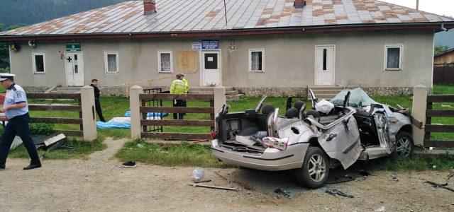 """Aşa arată maşina în urma accidentului! Şofer: """"Asta înseamnă viteză, nu glumă!"""""""