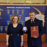 Neamţ: Emblemă de onoare pentru poliţistul Ovidiu Busuioc