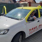 """Singura femeie taximetristă din Piatra Neamţ, a venit de pe TIR. """"Mi-a plăcut dintotdeauna să şofez!"""""""