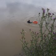 Căutarea fetiţei înecată în Moldova, a ajuns la Siret. Scafandrii continuă pe curenţi foarte puternici
