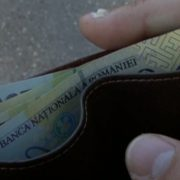 A găsit un portofel cu bani şi l-a predat Poliţiei