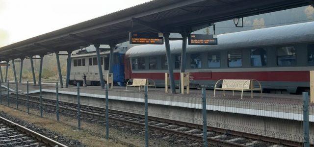 Cu naşul, în trenul inter-regio Piatra Neamţ-Bucureşti. Circ cu locurile, căldura şi o micuţă şpagă