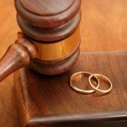 Divorțuri pe bandă rulantă în Neamț