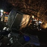 Plan Roşu de Intervenţie în Neamţ: Un microbuz cu 9 persoane s-a răsturnat! Doi morţi şi restul răniţi