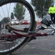 Biciclist în comă profundă, după ce a căzut pe carosabil