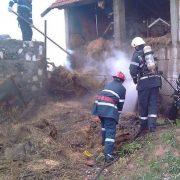 Ion Creangă: un adăpost de animale a fost cuprins de flăcări