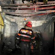Un garaj şi maşina din el au ars la Alexandru cel Bun
