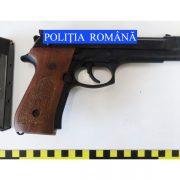 Roman: percheziţii pentru cămătărie şi şantaj; s-au găsit arme