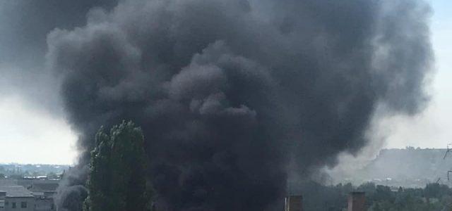 Incendiul de la piaţă; 30 de pompieri şi 7 autospeciale în intervenţie