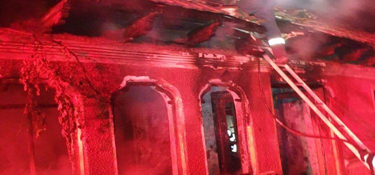 Noapte de foc la Neamț: trei incendii mari în 4 ore