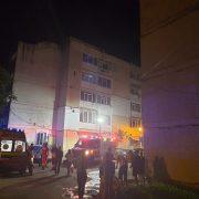 Foc pus intenţionat. Noapte de coşmar pentru locatarii unei scări din Piatra Neamţ