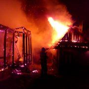 Un acoperiş, două anexe şi douăzeci de găini gata fripte într-un incendiu la Ghindăoani
