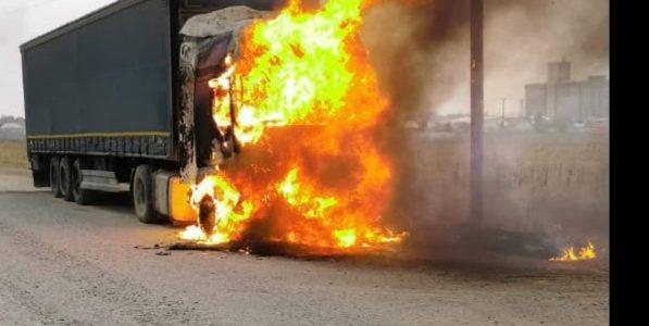 Tir în flăcări la Roznov