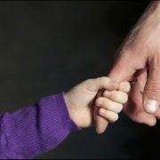 Neamţ: 32 de copii şi-au găsit părinţi în acest an